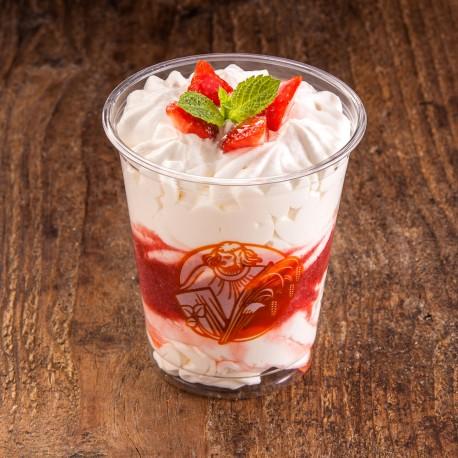 Šlehačkový pohár jahodový