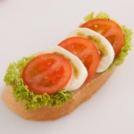Chlebíček mozzarella - rajče